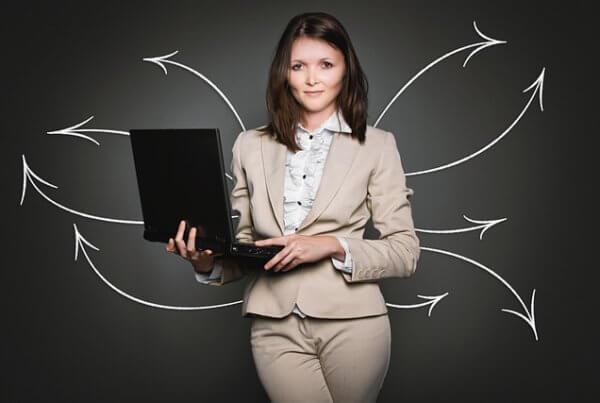 Mit einem Junior Consultant Job startet die Karriere als Unternehmensberater.